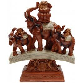 Декоративна фигура - три слона върху поставка, изработена от PVC материал