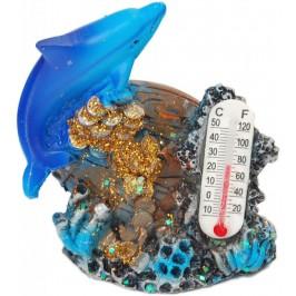 Декоративна фигурка - делфин върху бъчва и термометър, изработена от полирезин