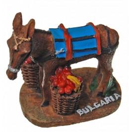 Декоративна фигура - магаре с два пълни коша върху поставка с надпис България