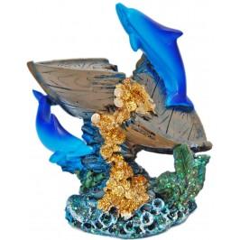 Декоративна фигурка - два делфина с лодка и жълтици, изработена от полирезин
