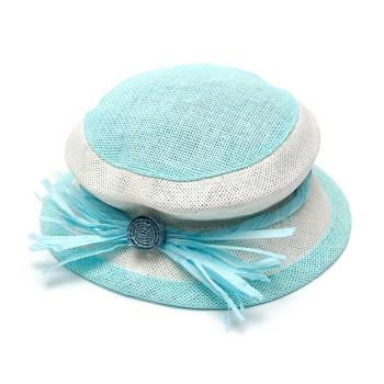 Лятна плетена шапка, декорирана с панделка