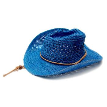 Красива плетена каубойска шапка с периферия извита нагоре