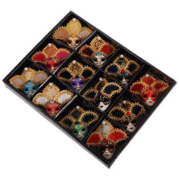 Маска с магнит, изработена от порцелан, текстил и естествени материали