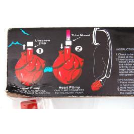 Карнавална маска със сърце, пълно с червена течност