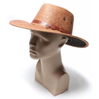 Каубойска шапка, декорирана с кожена лента и халки