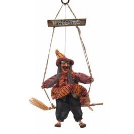 Сувенирна кукла - Баба Яга яхнала метла