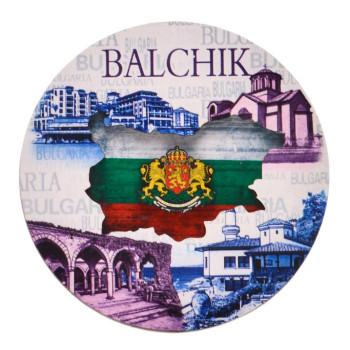 Кръгла магнитна фигурка, декорирана със забележителности от Балчик, карта на България и гербът на страната