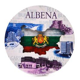 Кръгла магнитна фигурка, декорирана със забележителности от Албена, карта на България и гербът на страната