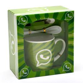 Керамична чаша с чинийка и лъжичка, декорирана с изображения от социалните мрежи