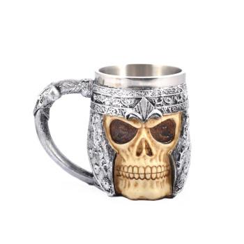Нестандартна чаша за бира във формата на череп с броня
