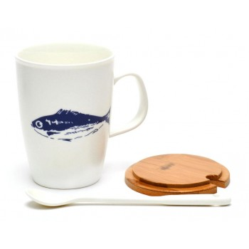 Керамична чаша с бамбуков капак и метална лъжичка, декорирана с морски обитатели