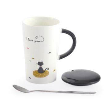 Красива керамична чаша с капаче и метална лъжичка, декорирана с коте