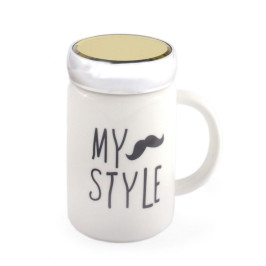 Красива керамична чаша с капаче, декорирана с надпис