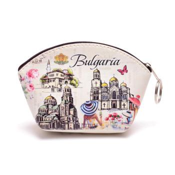 Сувенирно портмоне в трапецовидна форма, изработено от изкуствена кожа с изобразени на него - Двореца в Балчик, Варненската катедрала и храм - паметника Александър Невски
