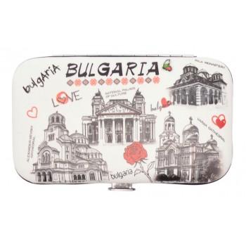 Сувенирен несесер за маникюр, декориран с червена роза, знамето, забележителности от страната и надпис Bulgaria