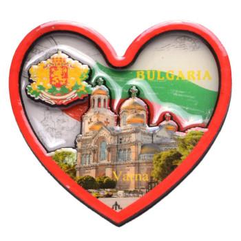 Релефна фигурка с магнит във формата на сърце, декорирана с Варненската катедрала