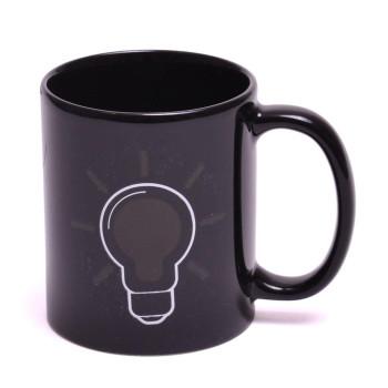 Магическа порцеланова черна чаша с декорация лампа, която
