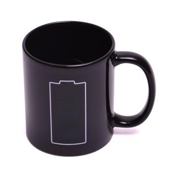Магическа порцеланова чаша с декорация батерия, която се променя след като се налее топла течност