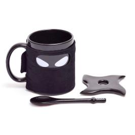 Забавна чаша - черна нинджа с чинкийка във формата на звезда и лъжичка - самурайски меч
