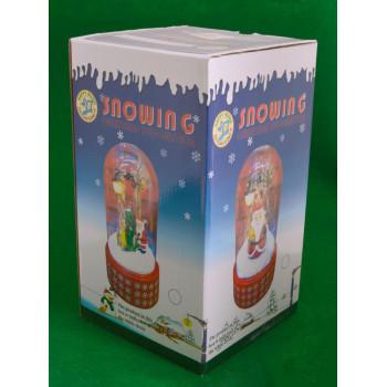 Декоративна фигурка - преспапие с Дядо Коледа, снежен човек и елха под светеща улична лампа