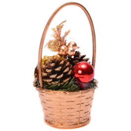 Красива кошница с коледна украса, подходяща за тематична декорация