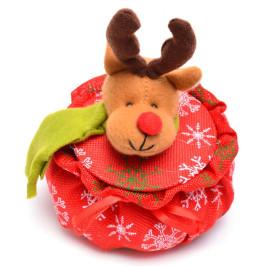 Коледна кошничка с елен върху капака, подходяща за тематична декорация
