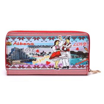 Цветно портмоне от изкуствена кожа, декорирано с изгледи на хотели от Албена и мъж и жена танцуващи в народни носии
