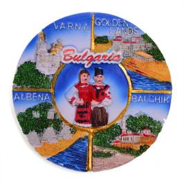 Сувенирна магнитна фигурка със забележителности от Албена, Балчик, Варна и Златани пясъци и мъж и жена в народни носии