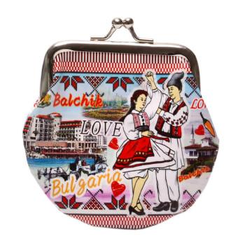 Сувенирно малко портмоне от изкуствена кожа с изобразени: крайбережната ивина и двореца в Балчик с танцуващи мъж и жена в народни носии
